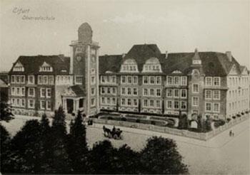 Das alte Gebäude der Humbold Schule, an dem der Carl Zeiss Refraktor von 1911 bis 1945 Stand