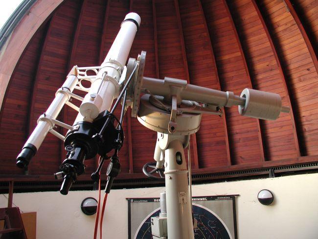 Das über 100 Jahre alte Zeiss Teleskop an der Volkssternwarte Erfurt