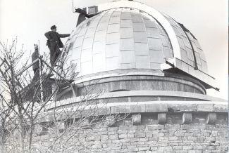 Kuppel der Sternenwarte bei der errichtung